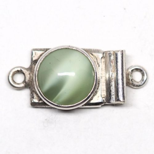 Round green clasp