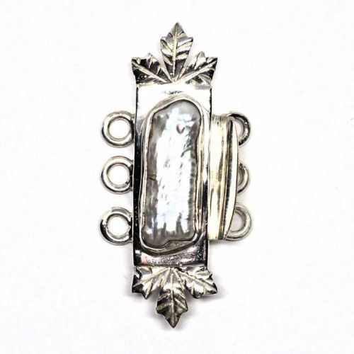 Leafy biwa pearl bracelet clasp